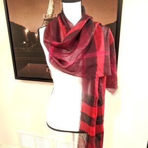 AUTHENTIC Burberry plaid scarf. Size 50 x 180 cm